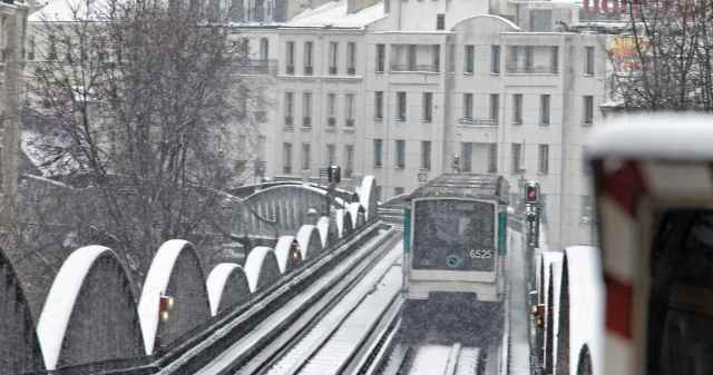 metro paris sous la neige